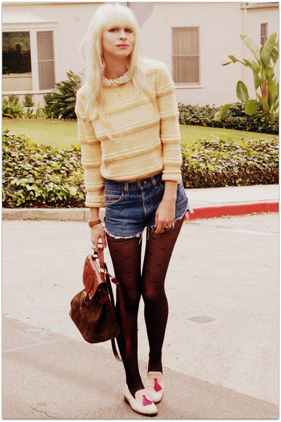 Light-yellow-vintage-sweater-blue-levis-shorts-bubble-gum-steve-madden-shoes_400