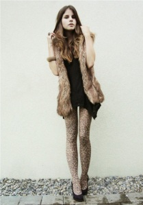 Black-shirt-brown-vest-tights-black-shoes_400