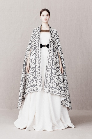 alexander-mcqueen-pre-fall-2013-25_110153777926.jpg_article_singleimage