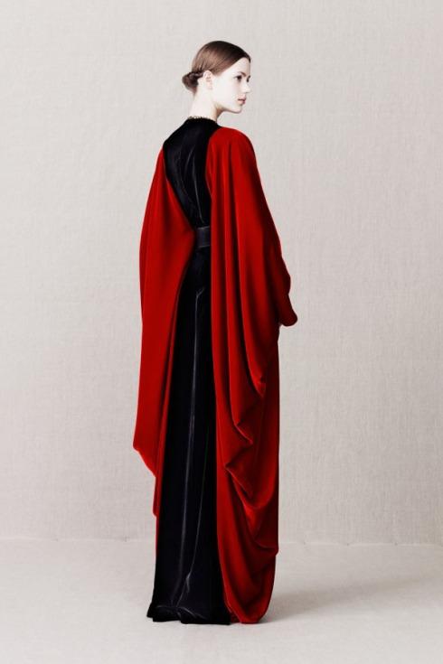 Alexander_McQueen_pre_Autumn_Winter_2013_ecclesiastical_collection_on_Design_Hunter