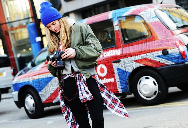 spring-trends-2013-grunge-plaid-shirt-around-your-waist