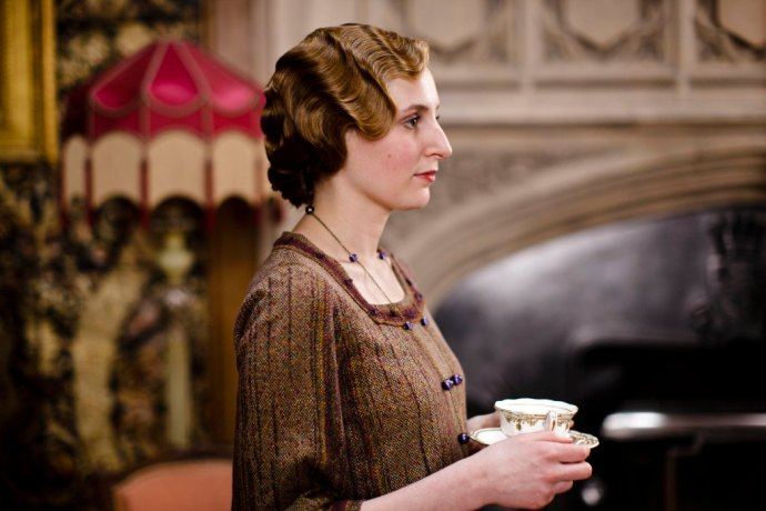 emargoed_to_30th_september_downton_ep3_42